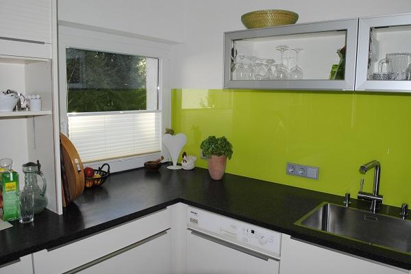 Küche eingebaut Sicht zum Fenster