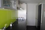 Küche eingebaut Sicht zum Kühlschran
